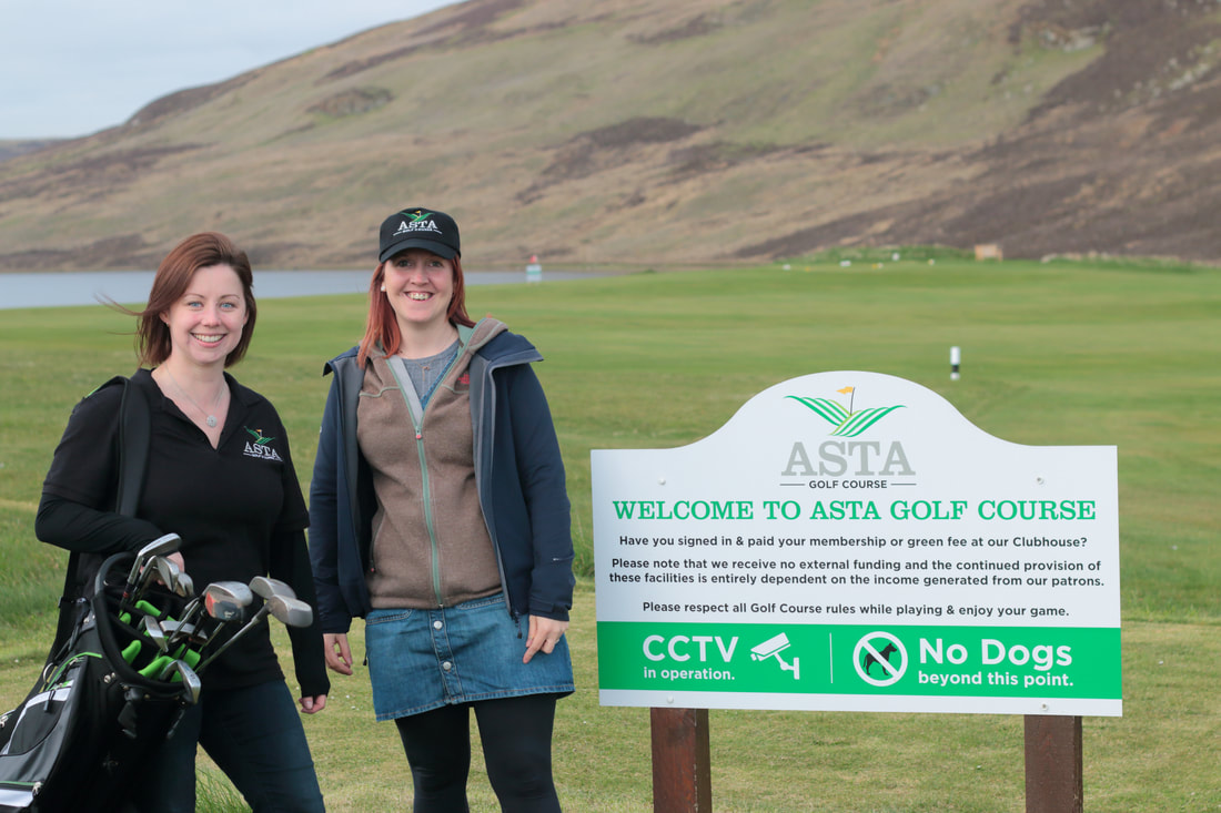 Laurie (right) with Asta Golf Club manager, Terri Leask (right).