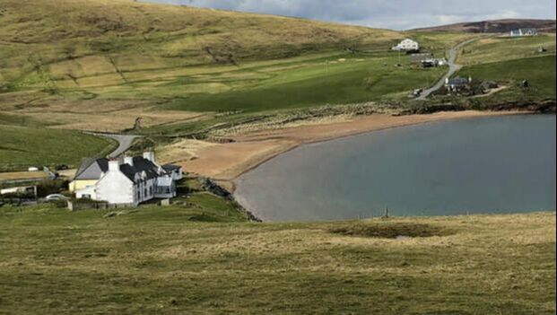 The Taing sits nestled on the edge of the striking red sands of Reawick beach on Shetland's west mainland, offering the ideal rural retreat.